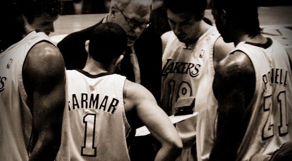 Coachen hjälper sina adepter.